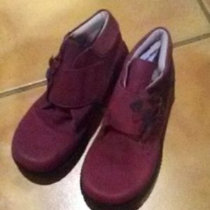 Elefanten Maroon suede Botties size 9